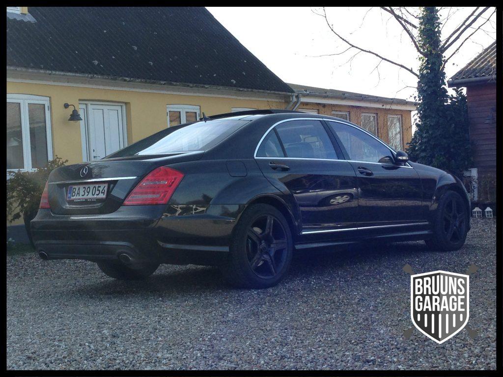Mercedes s-klasse parkeret